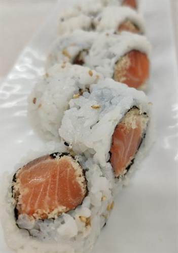 TK Sushi Spicy Salmon Roll