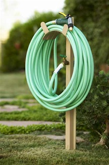 Free standing hose stand