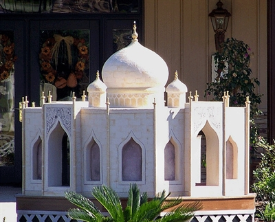 Taj Mahal dog house will make you jealous of your pet. 10 Cool Dog Houses that Will Make You Jealous of your Pet