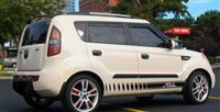 white Kia Soul w/ Black Faded Rocker Stripes