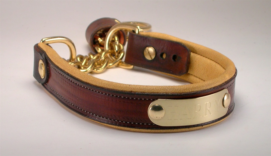 Leather martingale collar