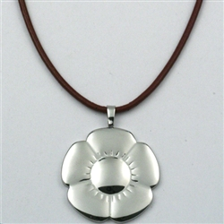 Giselle's Pensamiento Flower Pendant Necklace