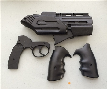"Unfinished Season 1 BSG ""Clamshell"" Pistol Kit"