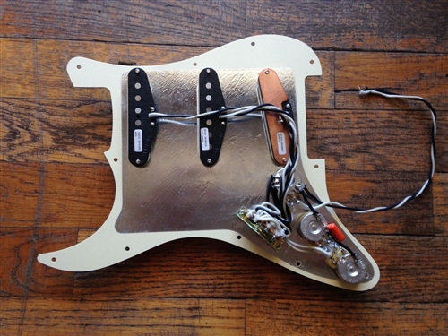 SEYMOUR DUNCAN LOADED STRAT PICKGUARD CREME