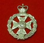 The Royal Green Jacket Cap Badge ( RGJ Metal Cap Badge )