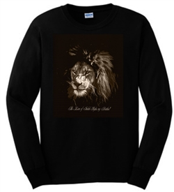 The Lion Of Judah Fights My Battles Men's Long Sleeve T-Shirt in Black