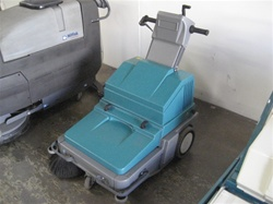 Tennant 3620 walk behind vacuum sweeper