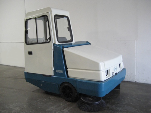 Reconditioned Tennant 385 Rider Parking Lot Sweeper