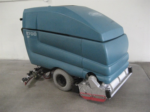 Tennant 5700 automatic floor scrubber for Scrubbing concrete floors
