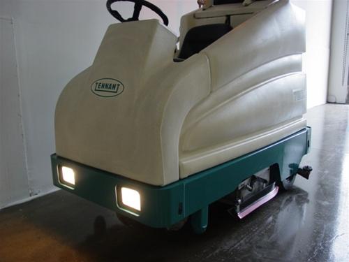Tennant 7200 Electric Floor Scrubber Rider Industrial