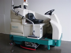 Reconditioned Tennant 7200 electric floor scrubber