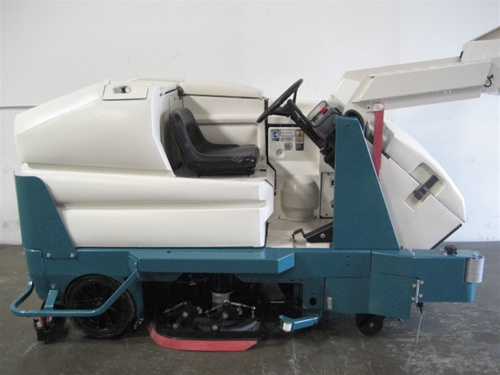 Tennant 8300 Rider Sweeper Scrubber
