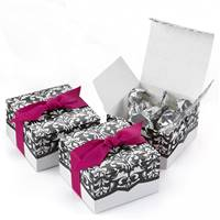 Dynamic Design White & Black Favors