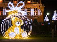8' LED 3D Tinsel Bear in Ornament