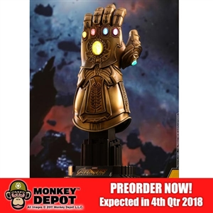 Display: Hot Toys 1/4 Scale Avengers: Infinity War - Infinity Gauntlet (903359)