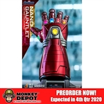Display: Hot Toys Avengers: Endgame Life Size Nano Gauntlet (904728)