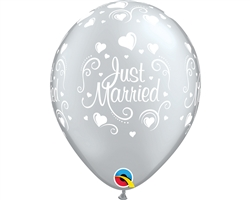 "11"" RETAIL LATEX JUST MARRIED HEARTS SILVER (6 BAGS OF 6 BALLOONS PER BAG)"