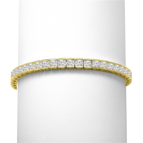 Princess cut diamond in solid gold bracelet