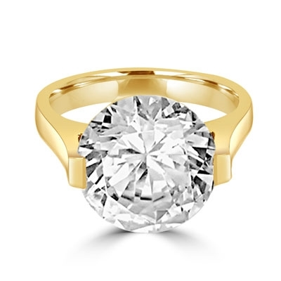 Solid Yellow Gold ring with 5 cts. round Diamond