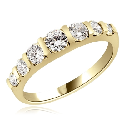 2.5 cts round brilliant stone ring in Yellow gold