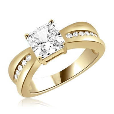 2 ct Stunning ring with princess stone in yellow gold