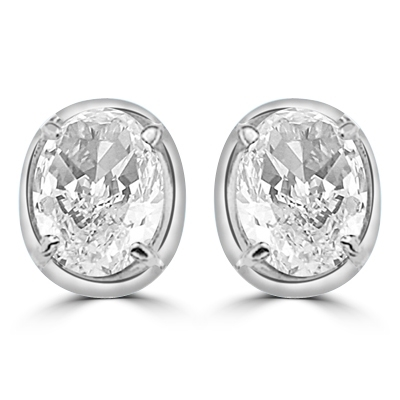 Oval studs diamond earring in silver
