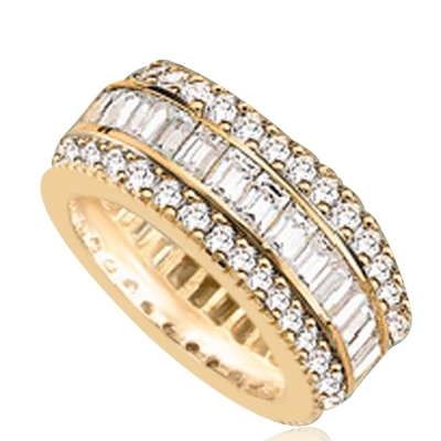 Private Pleasures - Wide Band Ring with a bautiful triple spin! Three heavenly rows of Diamond Essence Masterpieces. In the center, intimately touchinh channel set baguettes, and on both side round cut melee pieces. 5 Cts. T.W, in Gold Vermeil.