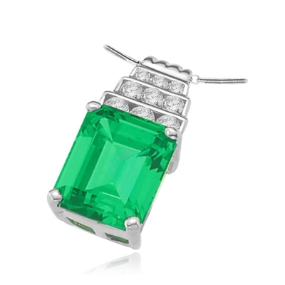 White gold pendant-emerald & melee stone with 4 prongs