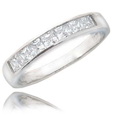 0.70 ct elegant band princess cut diamond ring in White gold