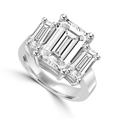 8ct emerald cut stone & side stones in silver ring