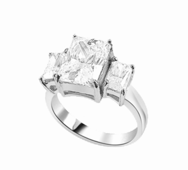 radiant emerald-cut diamond magnifie in white gold