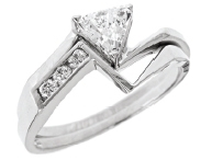 wedding set with trillaint cut ring in white gold