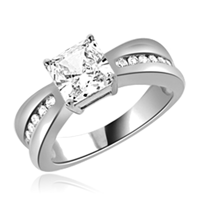 2 ct Stunning ring with princess stone in White gold