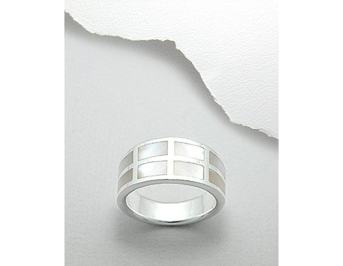 Mother of Pearl Shell Inlay Sterling Silver Ring (7.5)