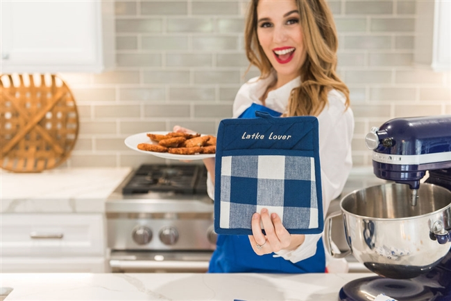 Christy Carlson Romano's Yummy Collection - Hanukkah Kitchen Oven Set