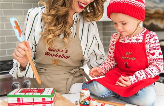 Christy Carlson Romano's Yummy Collection - Christmas Apron & Chef Hat Set