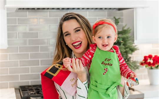 Christy Carlson Romano's Yummy Collection - Kid's Christmas Apron