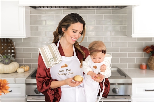Christy Carlson Romano's Yummy Collection - Kid's Ultimate Thanksgiving Kitchen Set