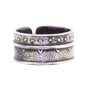 Tabra Silver Emboss Band Ring