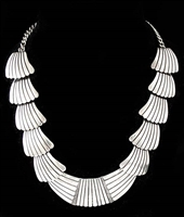 ELEGANT JOHNNY KING WHITE HOGAN NECKLACE