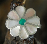 LOVELY ZUNI FLOWER DESIGN INLAID RING