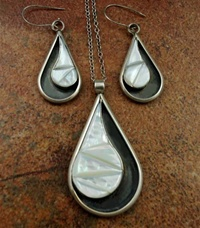 MOTHER OF PEARL SILVER PENDANT  WITH EARRINGS
