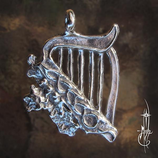 Oak Harp Amulet