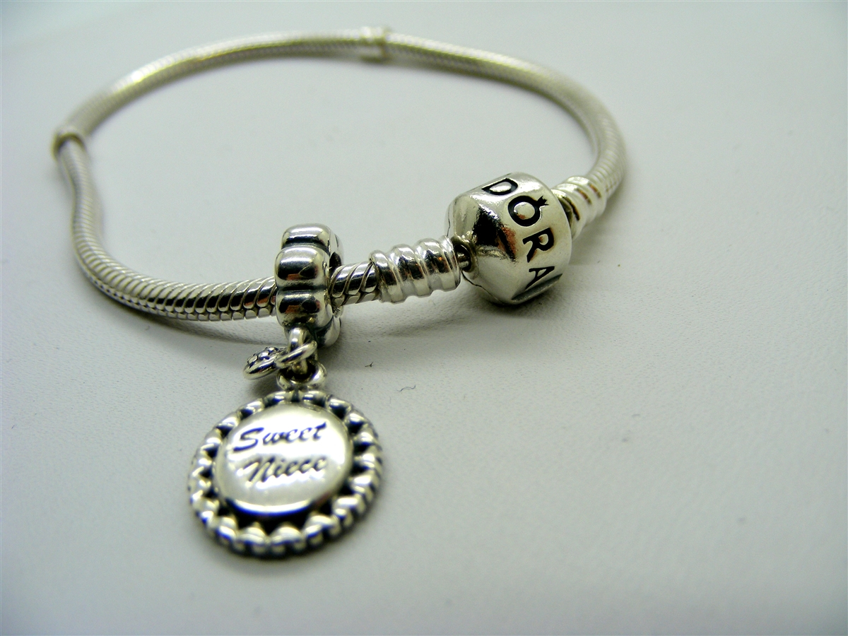 Pre Owned Pandora Quot Sweet Niece Quot Charm Bracelet In