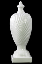 UTC38414 Ceramic Finial With Base LG Gloss Finish White