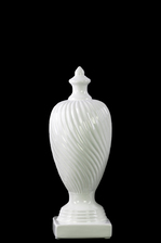 UTC38415 Ceramic Finial With Base SM Gloss Finish White