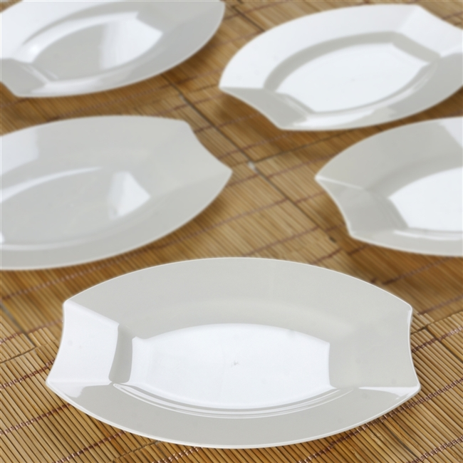10 Pack - Ivory 7.5  Crescent Oval Shaped Disposable Plate - Chambury Plastics & Discounted Disposable Plate | Cheap Wedding Tableware