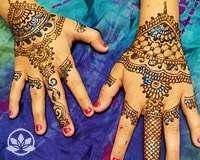 Learn how to create quick festival henna designs.