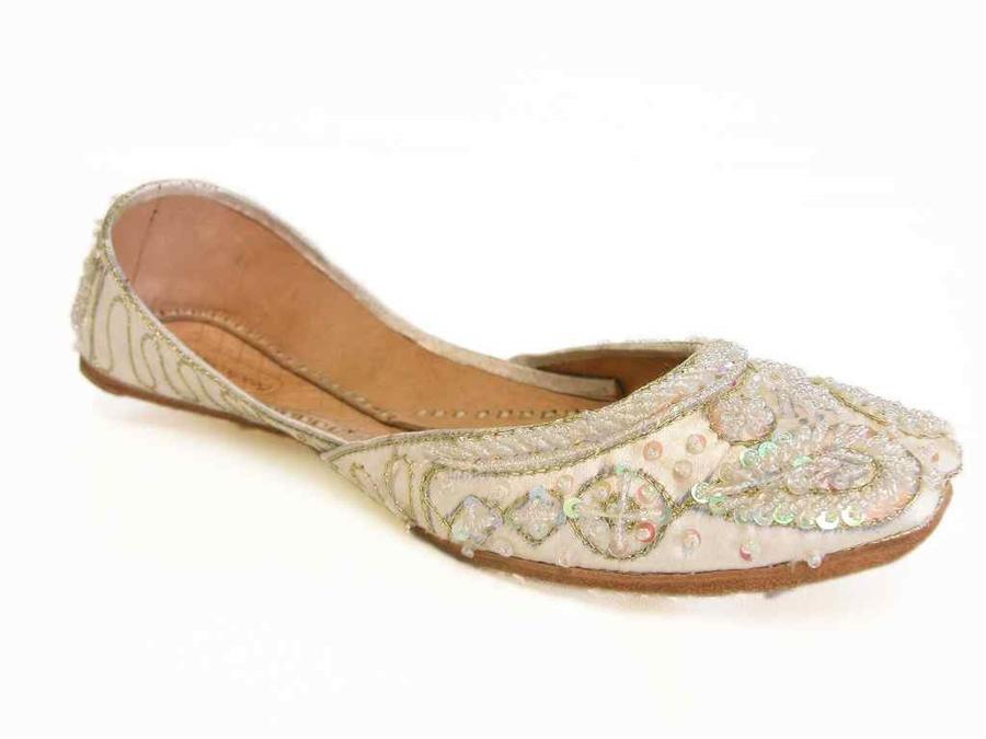 Ivory wedding flat shoes beautiful handmade bridal flats indian khussa wedding shoes junglespirit Image collections