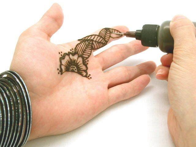 Fun & Easy Henna Tattoo Kit: 2 Henna Cones & Applicator w/ Henna ...